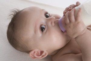 عادت فشار دادن زبان به دندانهای جلو