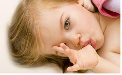 عوارض مکیدن انگشت در کودکی